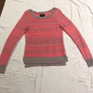 pink and grey american eagle sweater.